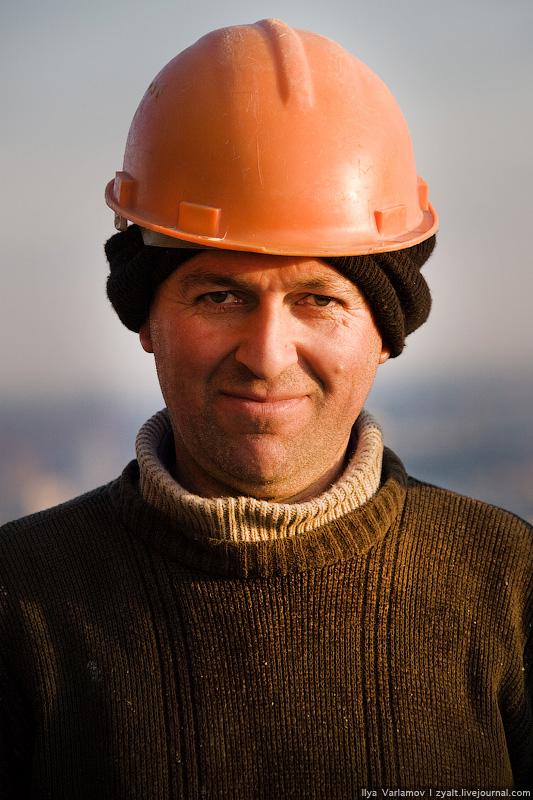 8) В среде рабочих-иностранцев образовались своего рода касты, представители которых, как правило, выполняют строго определенные виды работ, что обуславливается различным индустриальным развитием стран бывшего СССР.