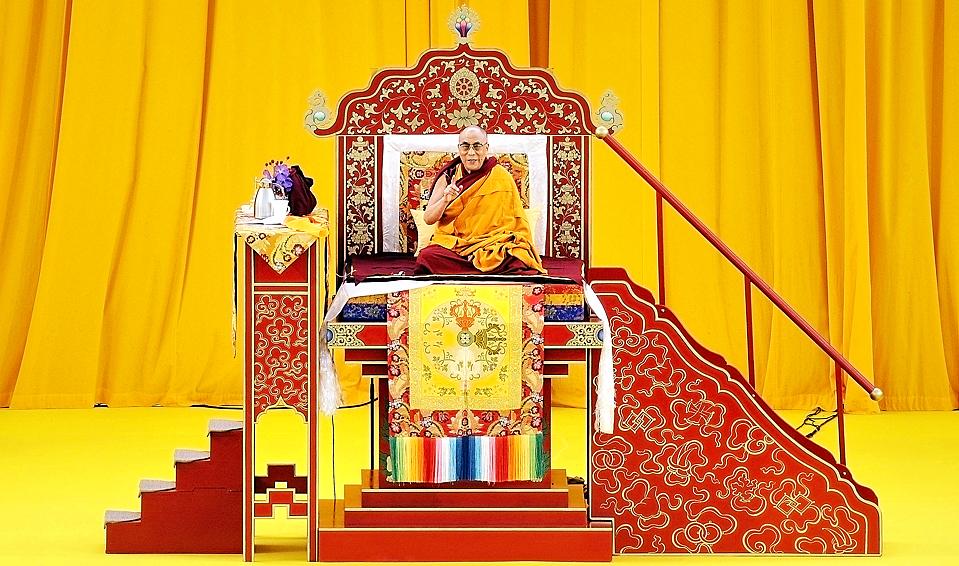 6) Тибетский духовный лидер в изгнании Далай-лама проводит лекцию «Знакомимся с буддизмом» во Франкфурте в четверг. (Thomas Lohnes/Agence France-Presse/Getty Images)