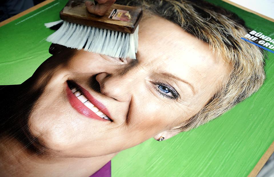 5) Плакат с изображением кандидатки от Партии зеленых Ренате Куенаст в Берлине. 27 сентября в стране пройдут парламентские выборы. (Steffi Loos/Agence France-Presse/Getty Images)