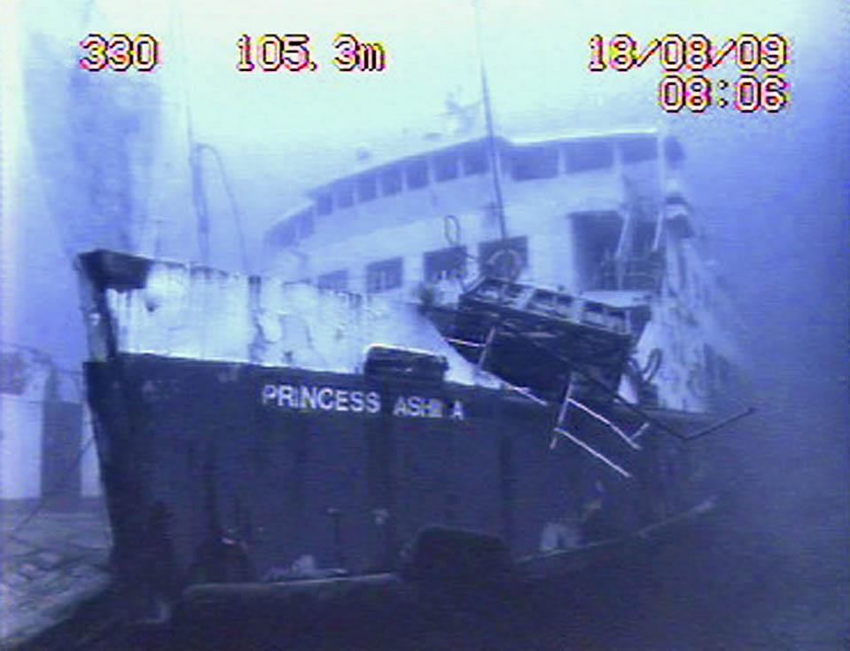 10) Затонувший паром «Princess Ashika» на морском дне вблизи Тонги. Это 34-летнее судно затонуло 5 августа, в результате чего погибли около 73 человек. (Royal New Zealand Navy/Reuters)