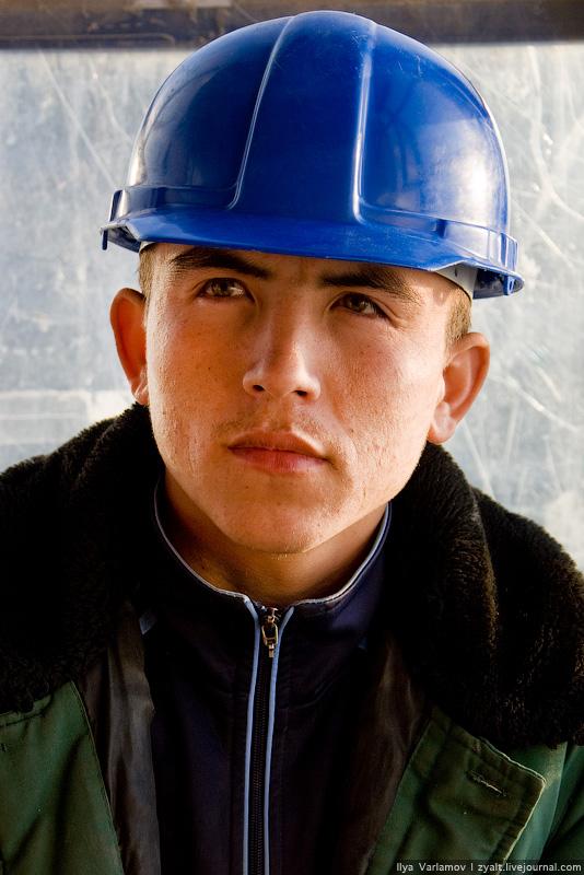 13) В марте 2009 года руководство телеканала НТВ приостановило съемки репортажа о жизни и быте среднеазиатских рабочих в Москве.