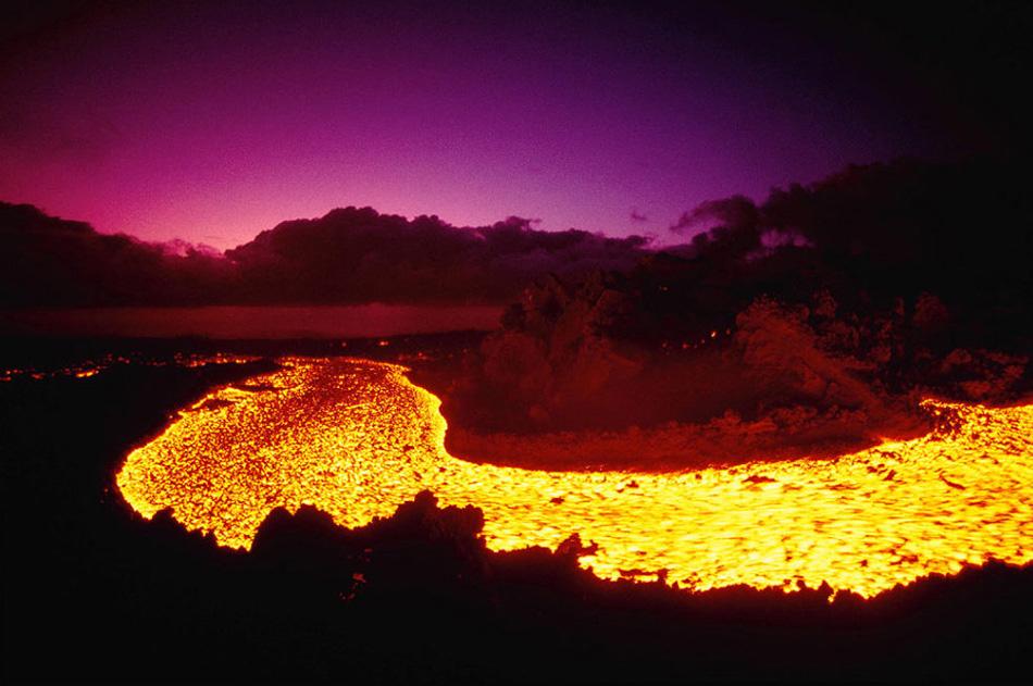 12. Согласно информации на сайте штата, «Гавайи являются родиной самого продолжительного активного вулкана в истории. Килауэа Калдера на Большом Острове производит лаву с января 1983 года».