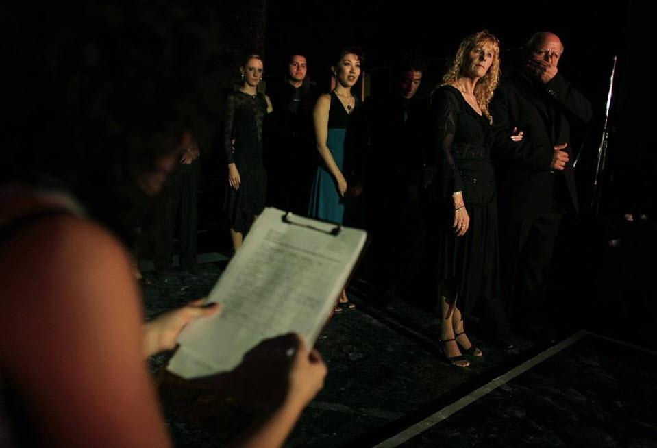 12. Танцующие пары из разных стран в ожидании выхода на сцену 25 августа. (Natacha Pisarenko, AP)