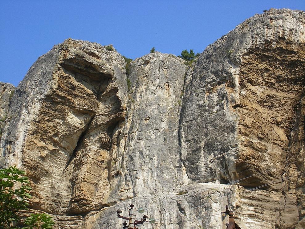 1) Крымское среднегорье - один из красивейших ландшафтов.