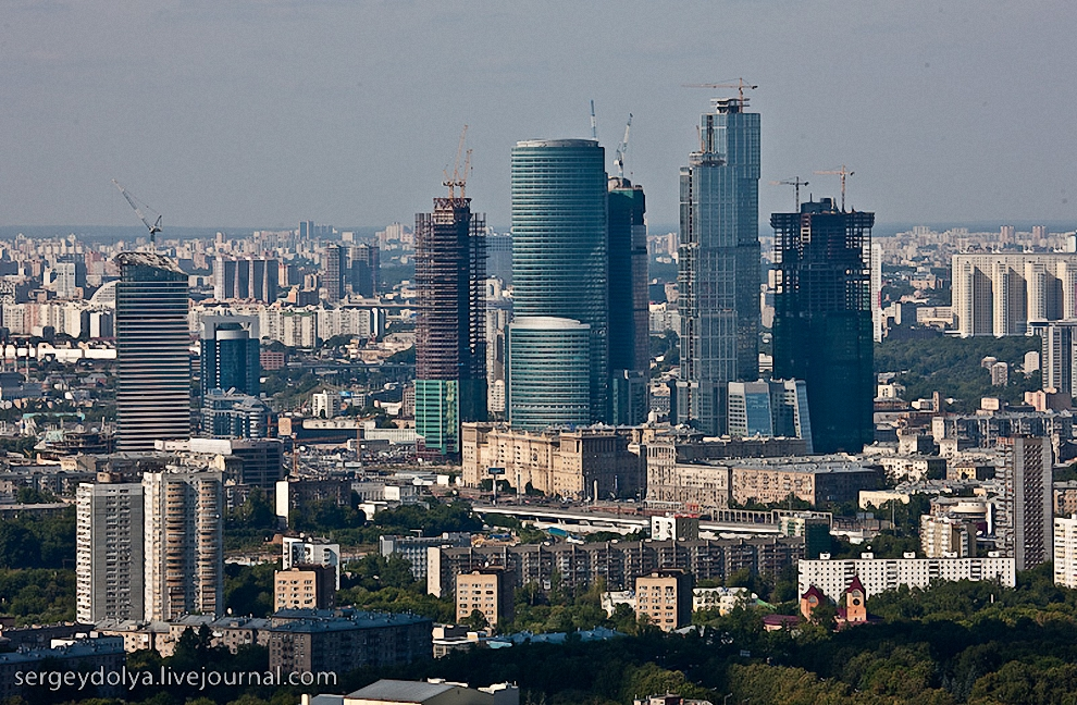 13) Вид на Москву.