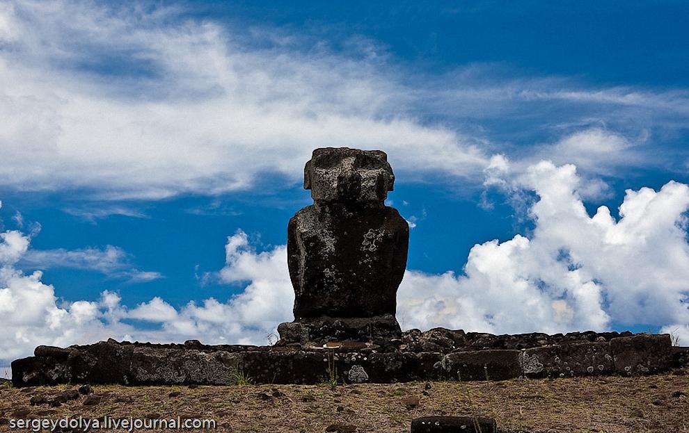 13) В этом месте Моаи стоят группой из 7 воинов, и еще один стоит отдельно, чуть в стороне.
