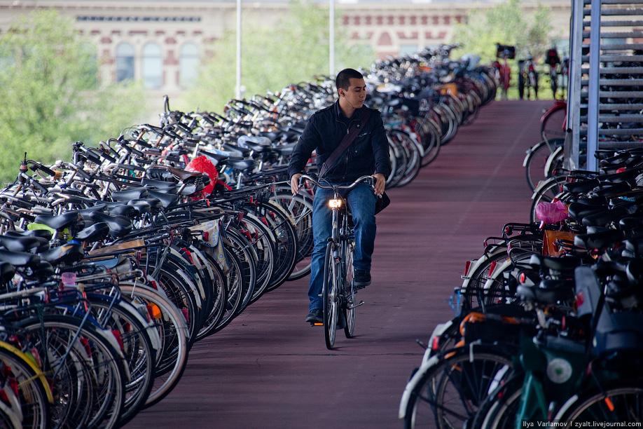 15) На вокзале вновь прибывшим туристам можно взять велосипед на прокат.