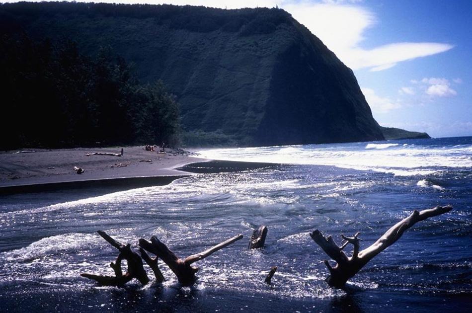 15. В штате говорят на двух официальных языках – гавайском и английском. Богатая культурная история и изумительные пейзажи каждый год привлекают на остров тысячи туристов.