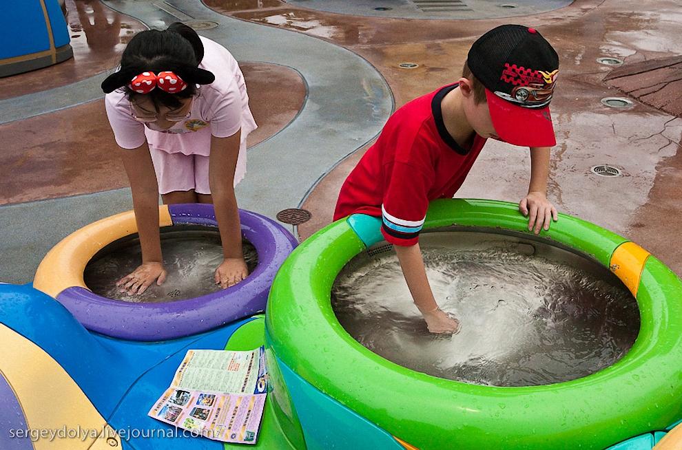 16) Парк изобилует ручьями, водопадами и фонтанами, которые способствуют накоплению счастья и богатства.