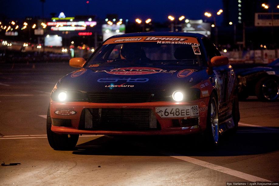 16) Сравнительно быстро слава и успех японского соревнования по дрифту перекинулись через океан и оказалось в Северной Америке, где в 2003 году организатором американской профессиональной серии Formula drift выступила компания Slipstream Global Marketing.