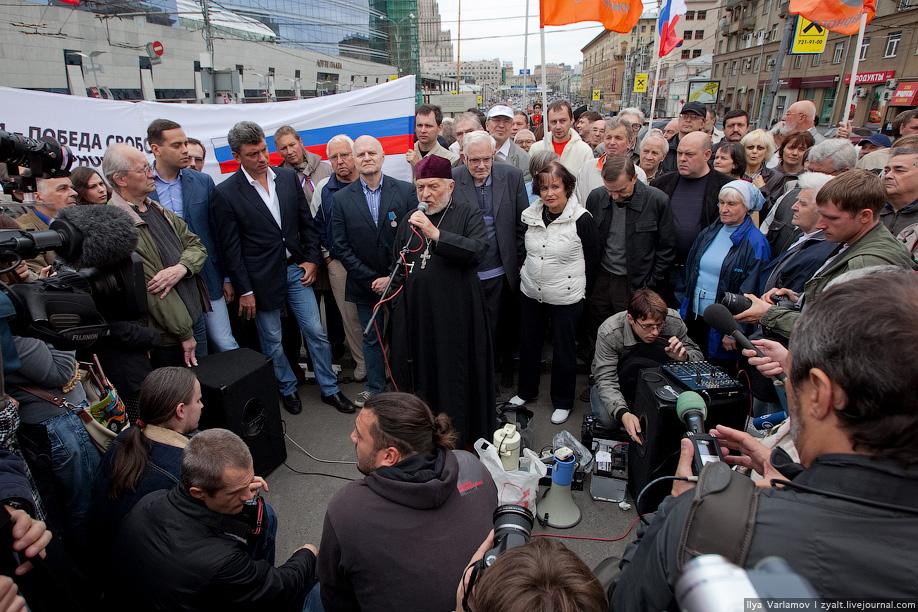 13. У оппозиционной Солидарности было веселее. По крайней мере прессы было много.