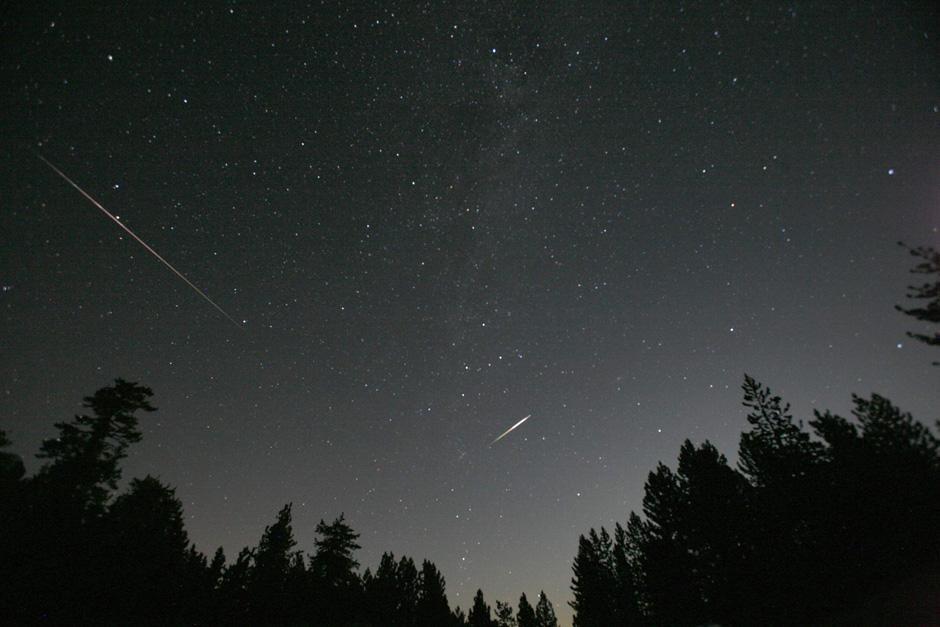 12) Согласно предсказаниям двум исследователям Персеид в этом году – метеоритный дождь должен быть необычно интенсивным.