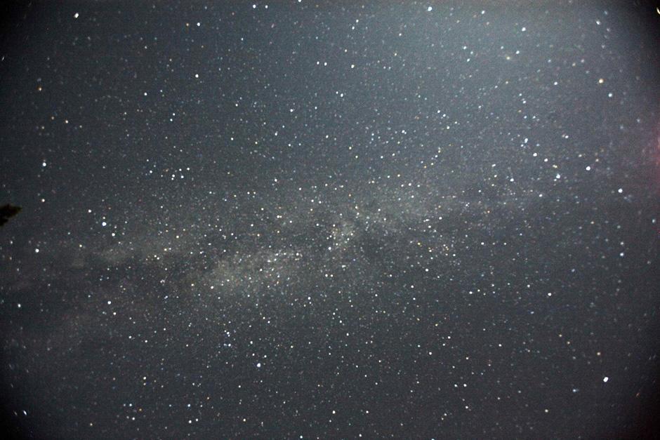 10) Млечный Путь во время метеоритного потока Персеид над Национальным парком Лос Падрес в штате Калифорния.
