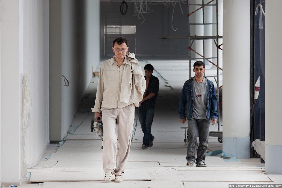 20) По данным на 2003 год, которые приводят СМИ в Москве на треть, по сравнению с предыдущим годами увеличилось количество преступлений на сексуальной почве, достигнув 330, 65 процентов из которых совершили иностранные рабочие.