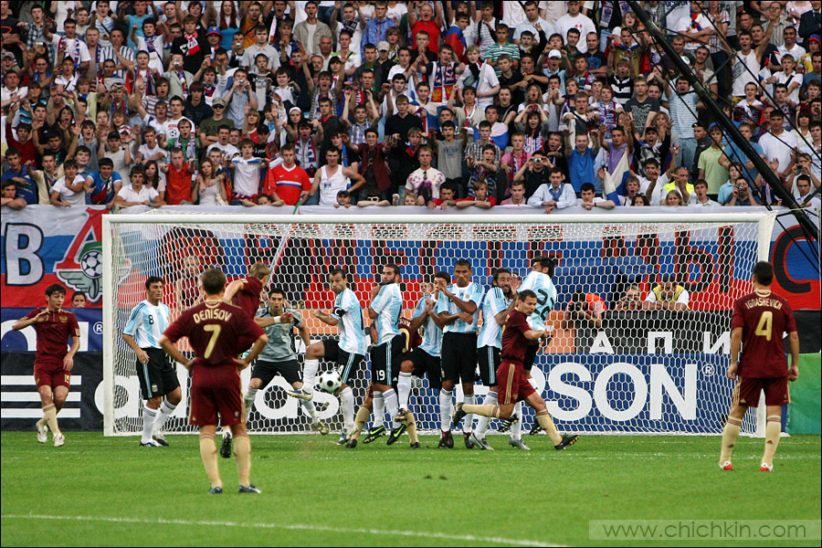 21) Роман Павлюченко забиывает 2-й мяч в ворота аргентинцев за 12 минут до конца.