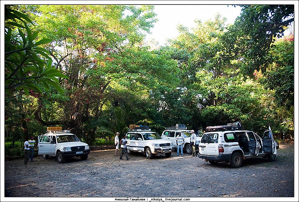 1) Путь наш лежал в национальный парк Маго, находящийся недалеко от места нашей ночевки города Джинки. Основан парк был в 1979 году и назван он так в честь одноименной горы и реки, которой он разделен на две части. Самая низкая точка парка 400 м. над уровнем моря, самая высокая – гора Маго (2528 м.).