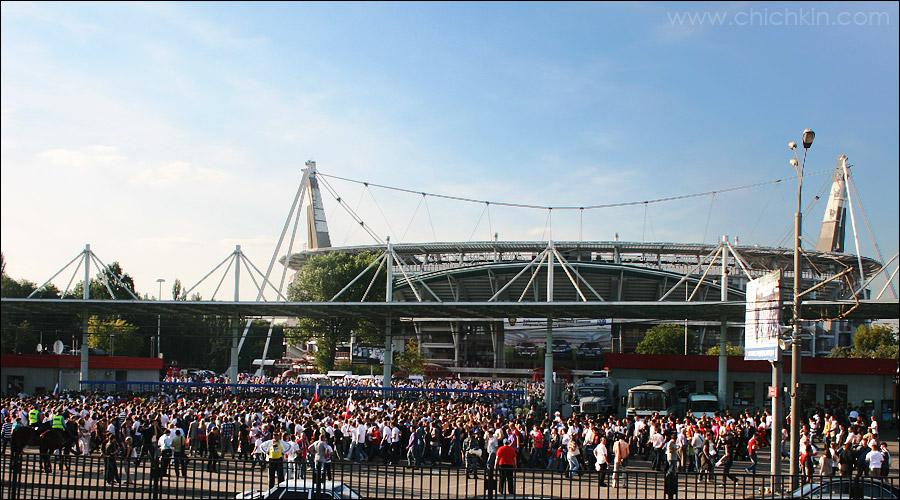 1) Стадион Локомотив не так часто собирает аншлаги, но вчера был именно такой день.