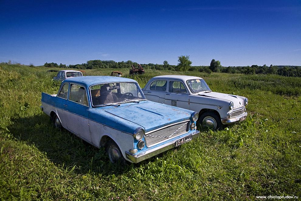 28) Среди Москвичей стоит единственная в своем роде «Волна-407Ф» — самодельный автомобиль сделанный из стеклопластика на базе «Москвича-407».