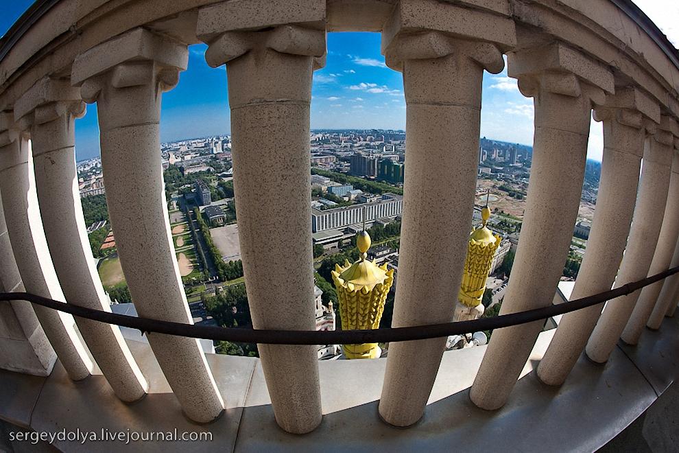 3) Верхний балкон МГУ.