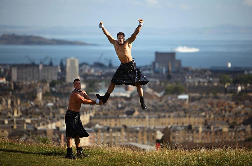 34. Стриптизеры  рекламируют свое знаменитое шоу «Chippendales» в Эдинбурге, Шотландия, 6 августа. (Jeff J Mitchell, Getty Images)