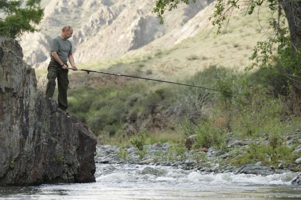 Премьер-министр России Владимир Путин во время рыбалки 3 августа 2009 года.
