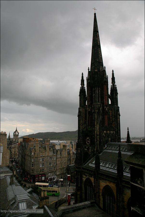 27) В Эдинбурге огромное, даже для русского человека, количество пабов и всевозможных питейных заведений, невероятное количество студентов, и различные проводимые здесь фестивали и праздники делают город очень живым.