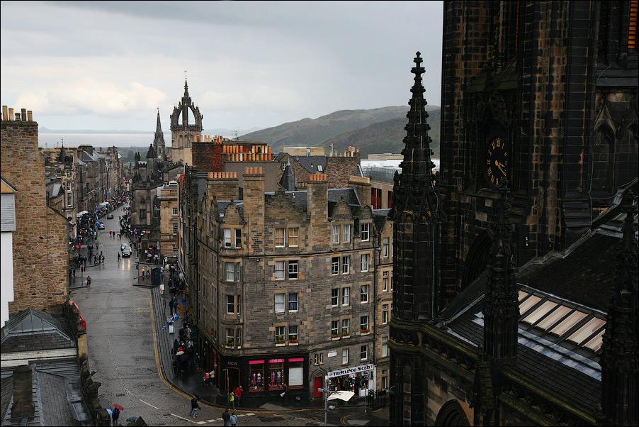 4) Список исторических и архитектурных зданий и сооружений Эдинбурга насчитывает порядка 16,000. Многие здания являются частью Мирового Культурного Наследия (World Heritage Site).
