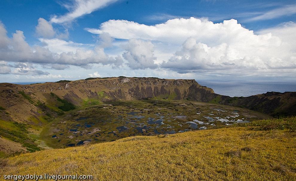 37) Тающих ледников, рек или подземных источников на острове Пасхи нет. Единственный источник пресной воды - дождевые озера в кратерах потухших вулканов.