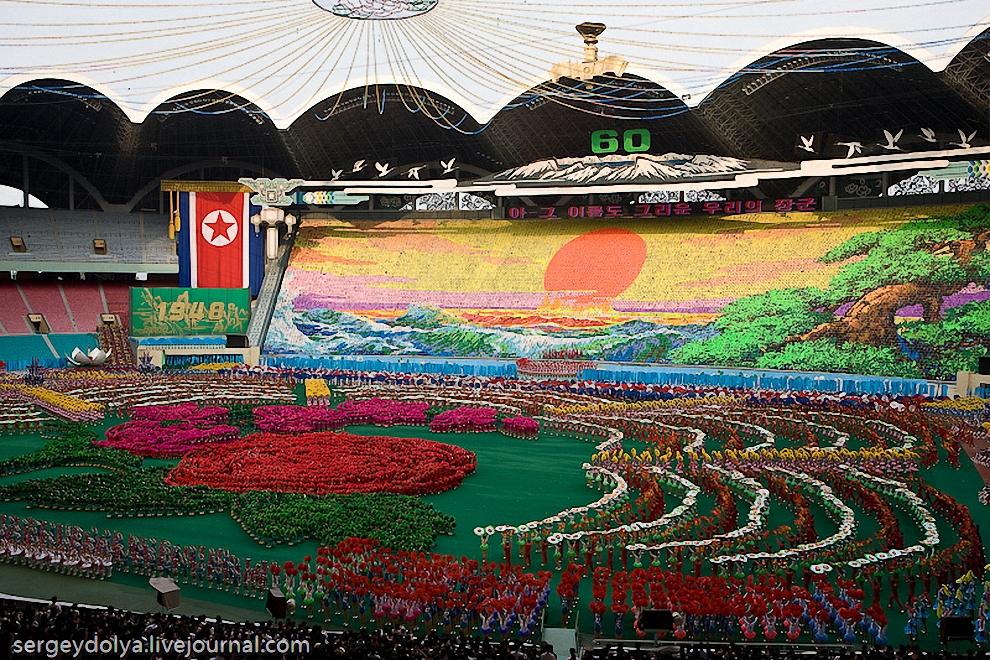 Грандиозное шоу гимнастов в Северной Корее