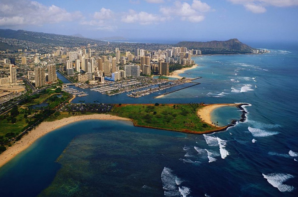 5. Гонолулу – столица и самый населенный город в штате Гавайи. Хотя Гонолулу относится к городскому району на юго-восточном побережье острова Оаху, город и округ объединены и известны как Город и Округ Гонолулу и обозначают весь остров.
