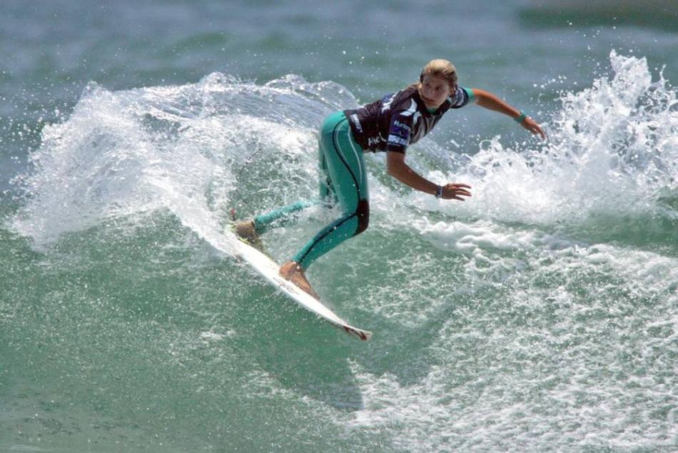 13) Каннель Булард теряет первое место в первом раунде во время соревнования «Nike 6.0» среди юниоров, которое является частью открытого чемпионата по серфингу Харли 2009, который проходил 19 июля 2009 года на пляже Хантингтон, штат Калифорния. (Victor Decolongon, Getty Images)