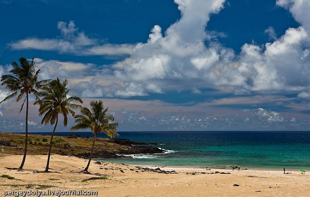 7) Пляж с белоснежным коралловым песочком.