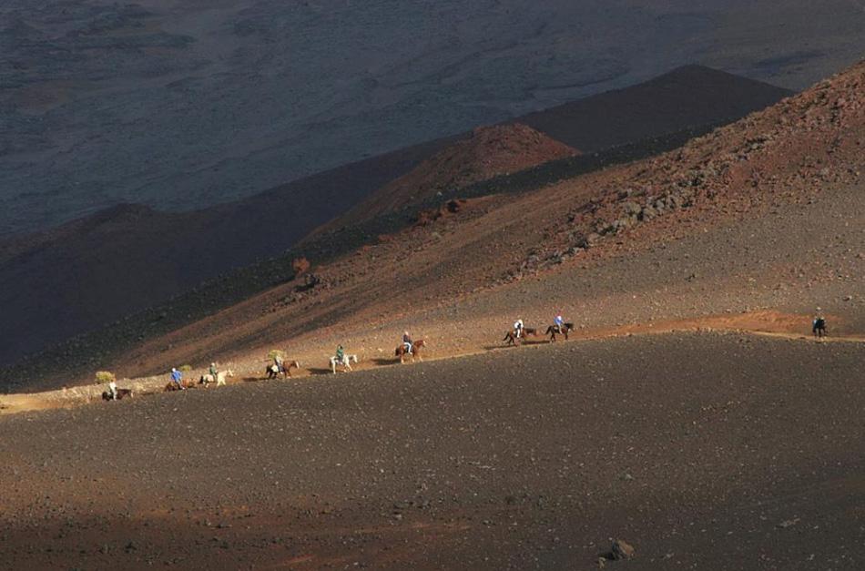 8. Гавайи могут похвастаться двумя национальными парками: Халеакала, недалеко от Кулы на острове Мауи, на котором расположен неактивный вулкан Халеакала, а также национальный парк «Вулканы Гавайев» в юго-восточном регионе на острове Гавайи. Вулкан Халеакала – крупнейший в мире неактивный вулкан, и путешественники могут увидеть здесь лучшие в мире закаты.