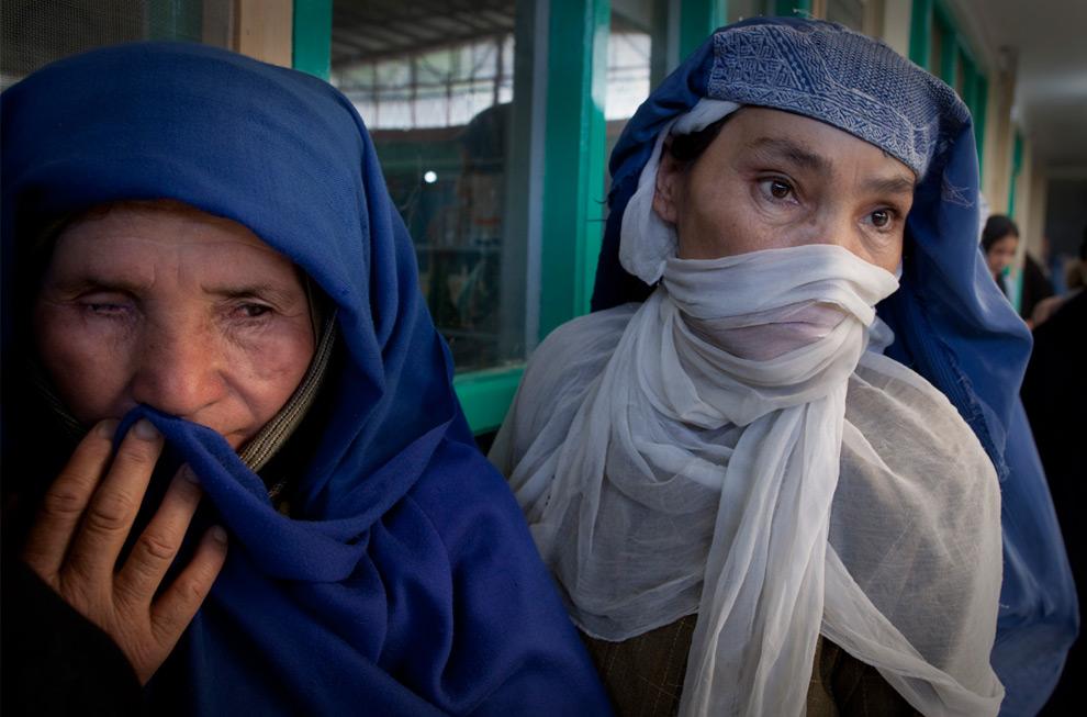 31. Афганские женщины ждут своей очереди на избирательном участке 20 августа 2009 года в Кабуле, Афганистан. (Paula Bronstein/Getty Images)