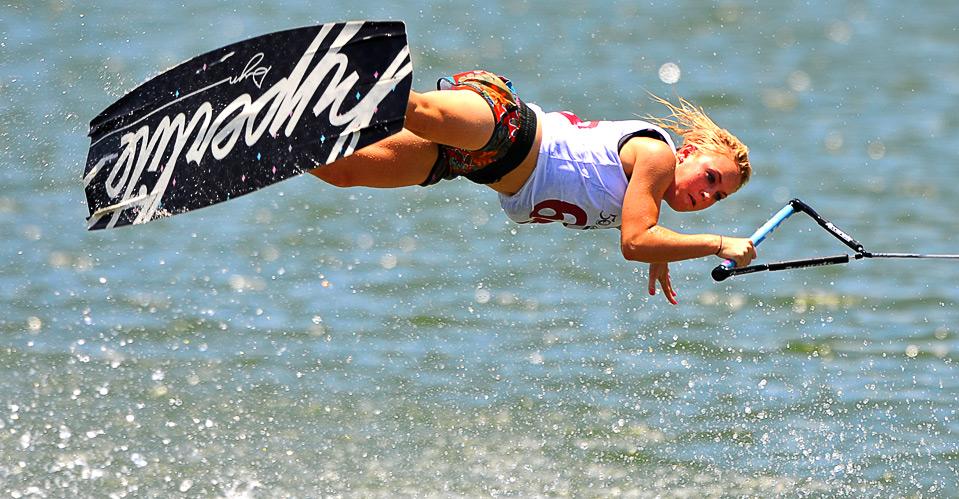 18) Австралийка Кейтлин Блоув в соревновании по женскому катанию на доске за катером на Всемирных играх в г. Гаосюн 22 июля.  (SAM YEH/AFP/Getty Images)
