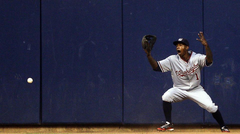 19) Реакция игрока «The Washington Nationals» Найджера Моргана на хоумран после удара Райана Брауна в 3-м иннинге бейсбольного матча MLB, 29 июля, Милуоки. (AP Photo/Morry Gash)