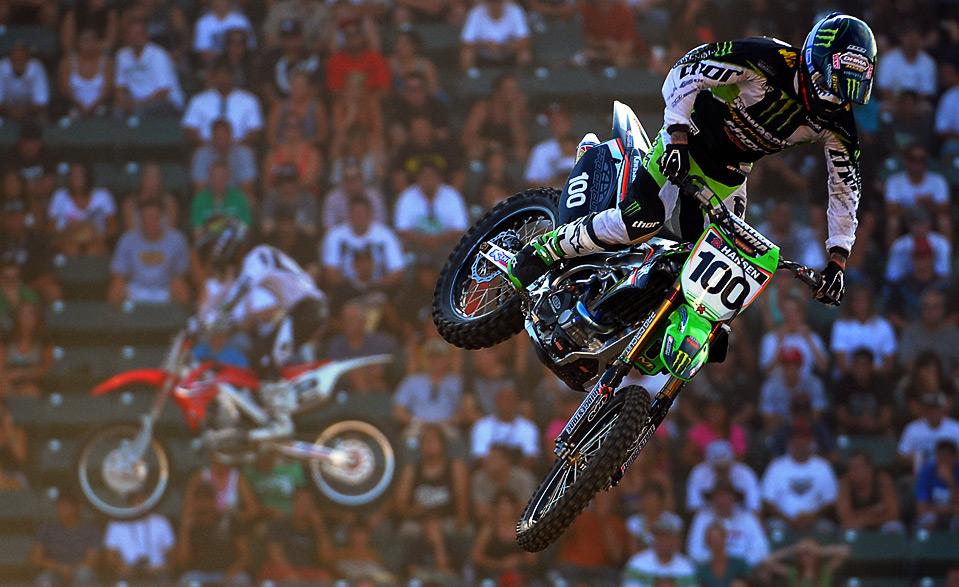 10) Джош Хансен управляет победным полетом своего мотоцикла во время финала «moto X» на 15-х X Games, 1 августа, Карсен, штат Калифорния. (Harry How/Getty Images)