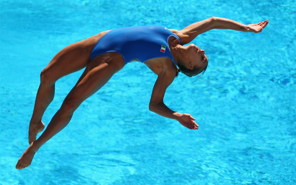 9) Итальянка Таня Каньотто (Tania Cagnotto) на соревнованиях по прыжкам в воду с метрового трамплина в бассейне Stadio del Nuoto, Рим, Италия, 19 июля 2009(Clive Rose/Getty Images)