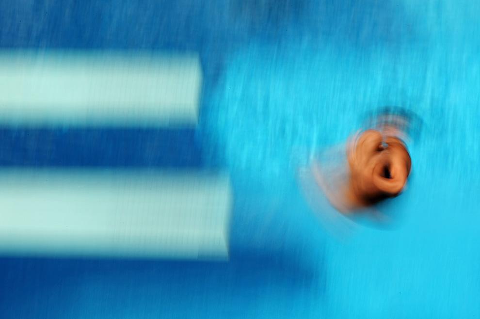 16) Прыжок спортсменки из Венгрии Флоры Пироска Гондос (Flora Piroska Gondos ) в предварительном зачете по прыжкам в воду с 3-метрового трамплина среди женщин в бассейне «Stadio del Nuoto». 20 июля 2009, Рим, Италия (Al Bello/Getty Images)