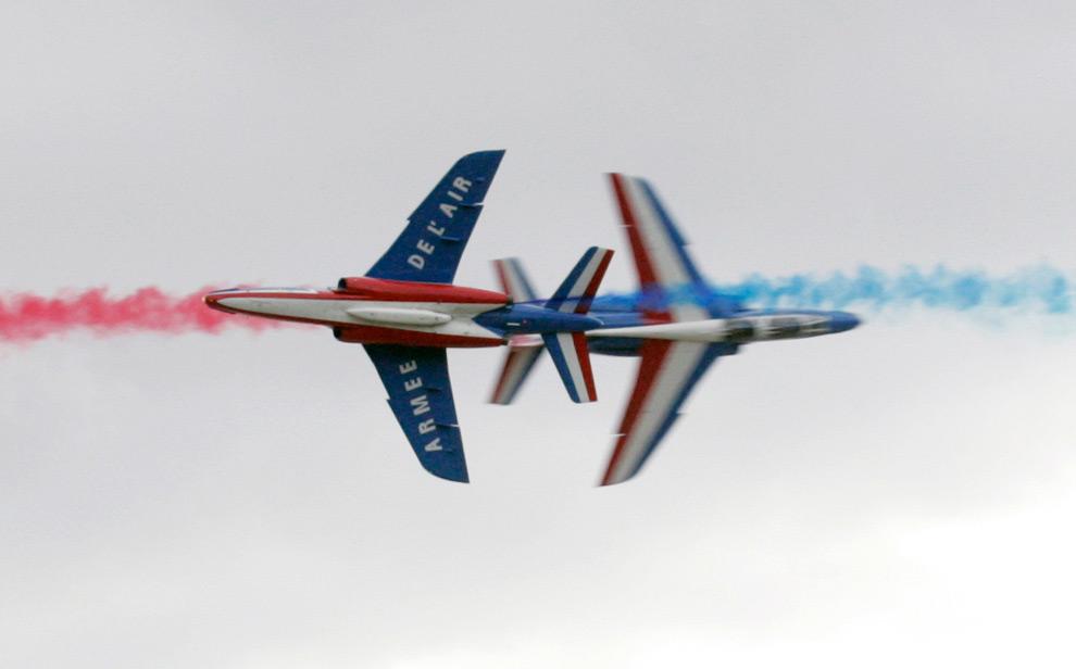 35. Французские военные самолеты пилотажной группы «Patrouille de France Alphajet» на Международном авиасалоне МАКС 2009 в подмосковном Жуковском, 20 августа 2009 года. (REUTERS/Alexander Natruskin)