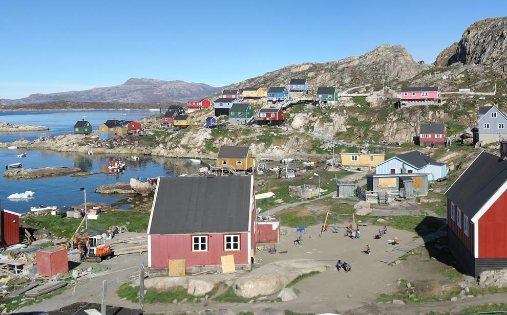 27. Деталь панорамного снимка поселения Ааппилатток к востоку от города Упернавик в Гренландии 9 августа 2007 года. (Kim Hansen / CC BY-SA)