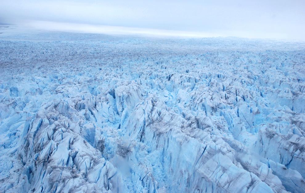 33. Вид ледника Илулиссат сверху недалеко от гренландского города Илулиссат, 3 июля 2009 года. (Slim ALLAGUI/AFP/Getty Images)