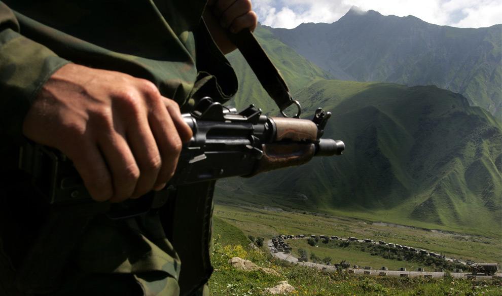 6) Российские военные на пути в зону конфликта. Южная Осетия, 9ое августа 2008 года. Фото: Дмитрий Костюков, AFP