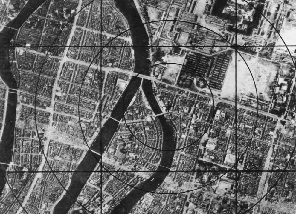 4. Данные военно-Ð²Ð¾Ð·Ð´ÑƒÑˆÐ½Ñ‹Ñ ÑÐ¸Ð» США — карта Хиросимы перед бомбардировкой, на которой можно наблюдать район эпицентра, который моментально исчез с лица земли. (U.S. National Archives and Records Administration)