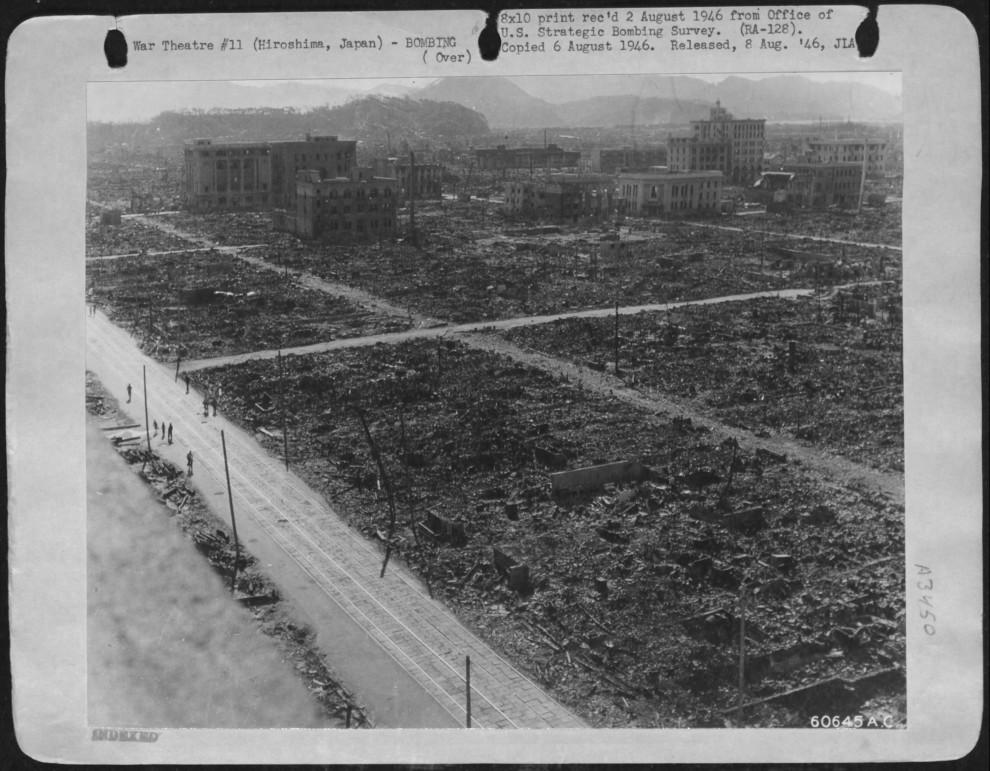 h10 01 990x771 34 страшных кадра в память о Хиросиме