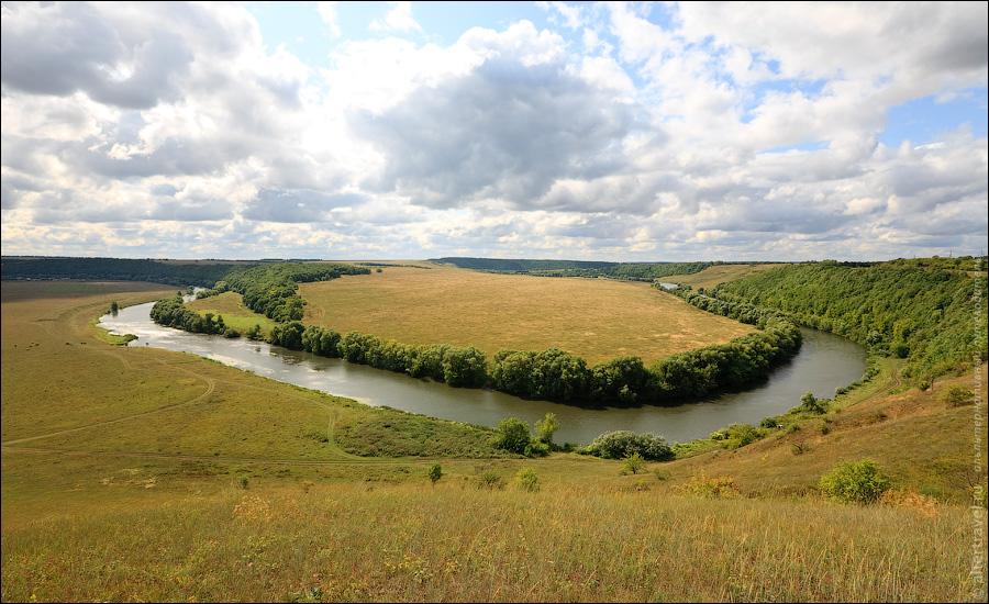 5) Еще один вид на Красивую Мечу. Вон там справа за изгибом реки — Ишутинское городище.