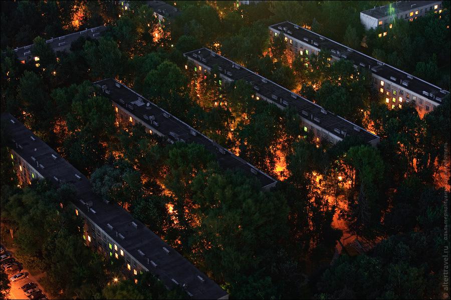 Знаменитый кадр с утопающими в зелени пятиэтажки между ул. Обручева и ул. Новаторов, подлежащие сносу.
