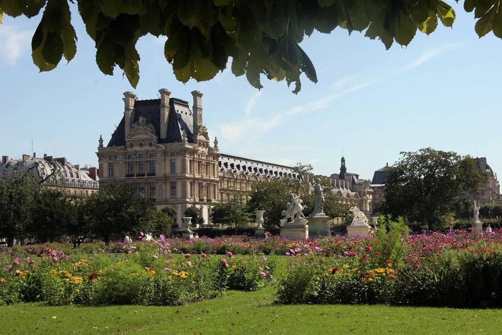 13) Дворец Тюильри: Дворец Тюильри завершает западную часть Лувра и садов, которые примыкают к парку Тюильри; дворец простирается от Лувра до площади Согласия и граничит с Сеной. (Bruce Bennett/Getty Images)