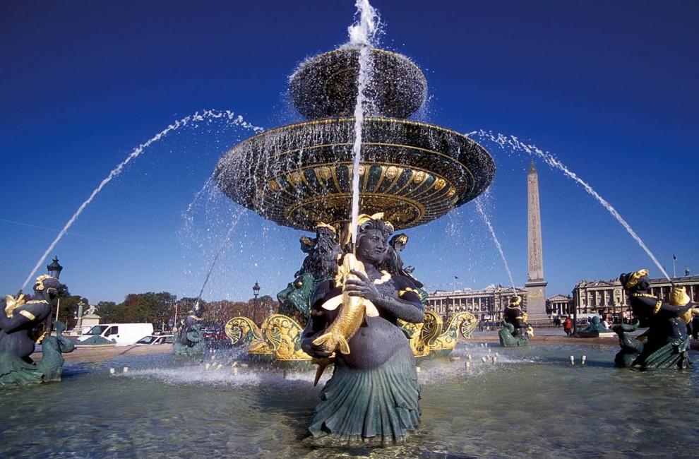 12) Источая историю: Фонтан Fontaine des Mers в одном из главных общественных скверов на площади Согласия. Это самая большая площадь в Париже (20 акров). (Henri Garat/Paris Tourist Office)