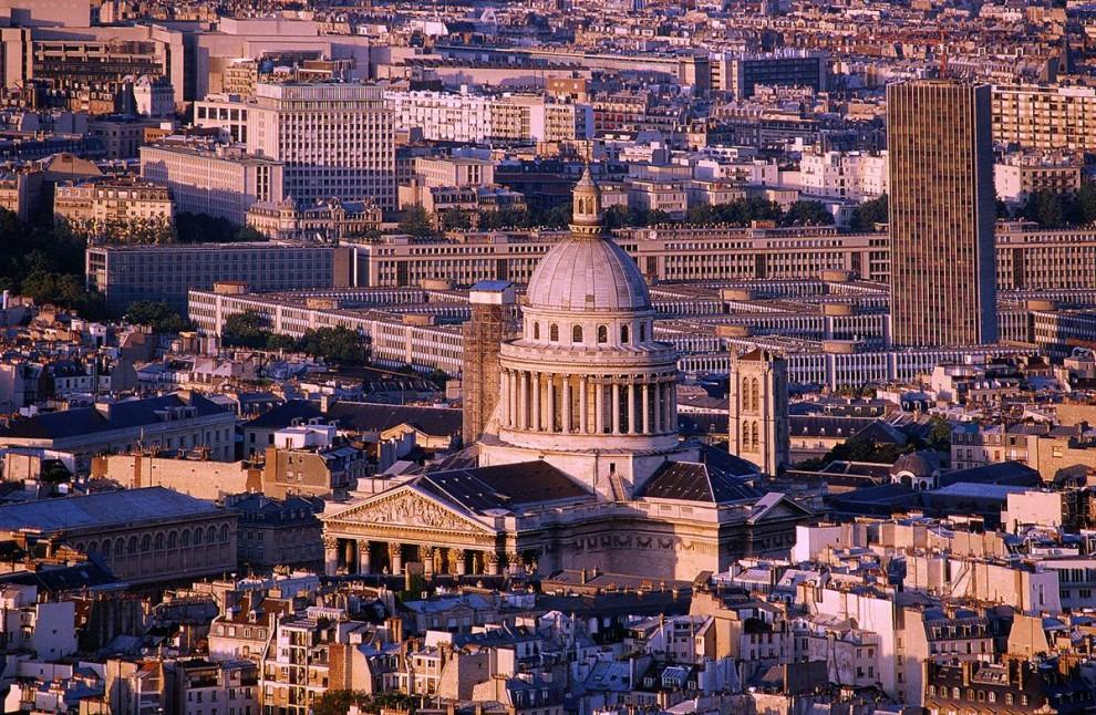 6) Ле Пантеон: Первоначально ле Пантеон должен был стать церковью святой Женевьевы, которой молился Луи XV, когда заболел. Здание использовалось в религиозных и гражданских целях до 1885 года, а теперь это известное место захоронения. (David Lefranc/Paris Tourist Office)